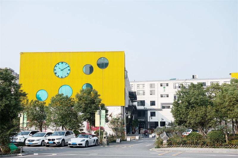 浜河部落创意产业园写字楼效果图